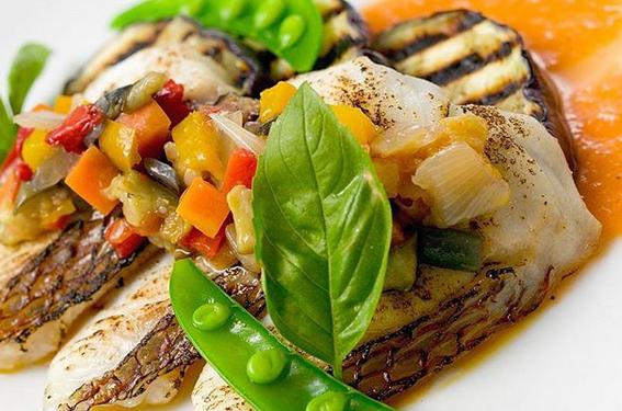 【10月のおすすめお得なランチコース】秋らしい食材から人気のメニューまで♪仔牛フィレ肉や特選和牛フィレ肉、活オマール海老などを使用した贅沢ランチをぜひご賞味ください。