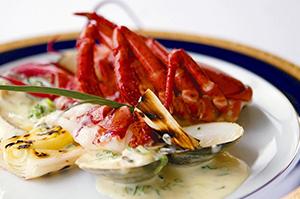 【10月のおすすめディナーコース】海の幸の煮込み~ブイヤベース~、海の幸のグラタン~ウニの香り~が大人気!前菜からメイン、デザートとスペシャル感溢れるディナーです。