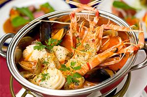 【11月のおすすめディナーコース】海の幸の煮込み~ブイヤベース~、海の幸のグラタン~ウニの香り~が大人気!前菜からメイン、デザートとスペシャル感溢れるディナーです。